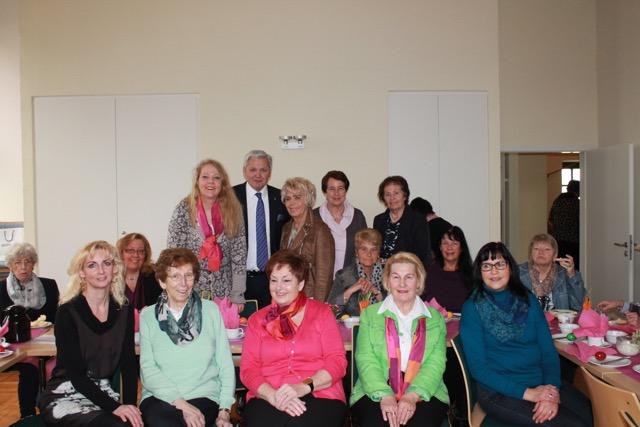 von links Bianca Dausend, Hubert Hüppe, Bärbel Südmersen vorne (Claudia Demmer-Eisenkopf, Christel Münster, Ellen Hentschel, Ulla Kirchhoff, Doris Morhaupt